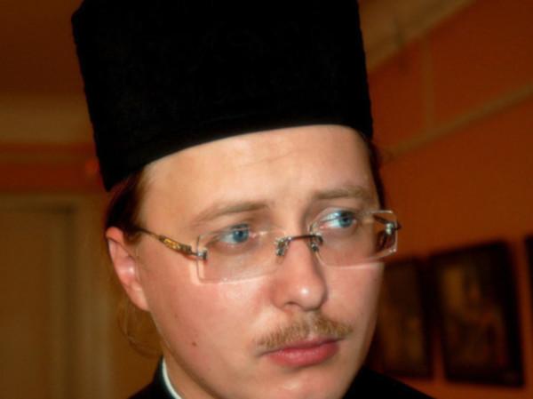 В Твери священник получил выговор за фотографии в брендовых вещах