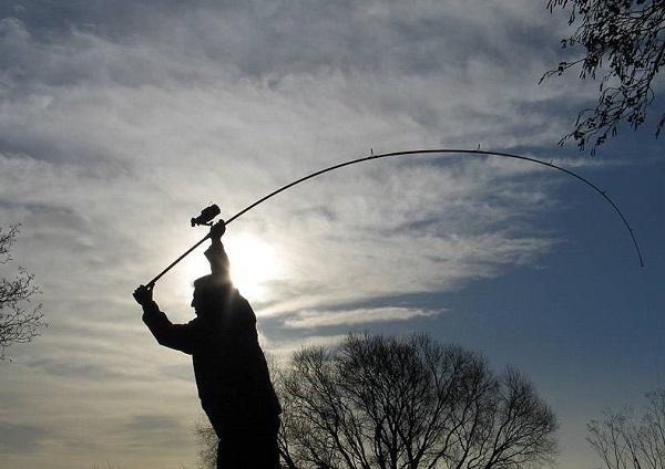 Контрактник спас рыбака