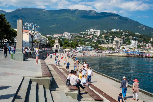 Путин поручил выделить средства на ремонт дорого в Крыму