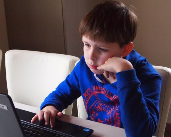Педагоги заявили о возросшей нагрузке из-за перехода на онлайн-обучение