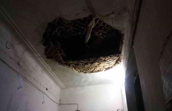 В квартире в Волгограде на  голову жильцов обрушился потолок