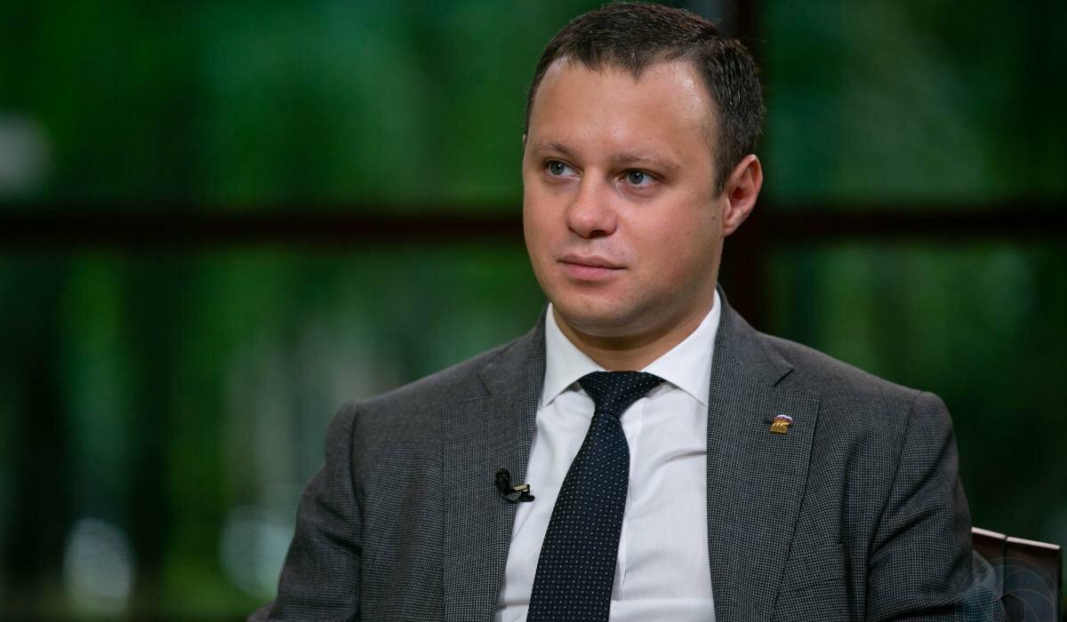 Четырбок против листовок: петербургский депутат ЗакС не выдержал критики горожан
