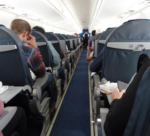 В Нью-Йорке двое пассажиров на ходу выпрыгнули из самолёта