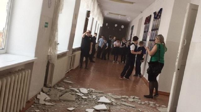 В школе в Тюменской области обвалился потолок