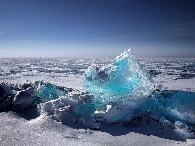 У Сахалина спасли около 100 рыбаков с оторвавшейся от берега льдины