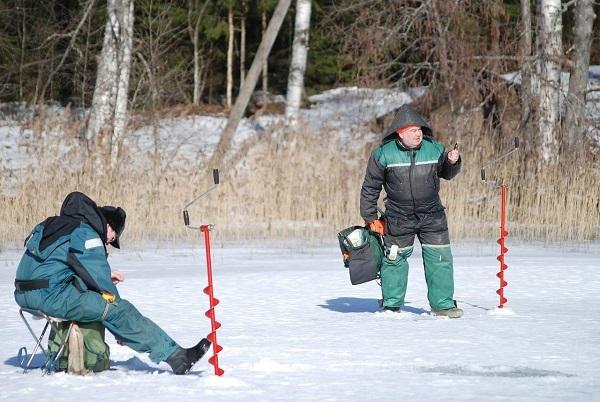 На Питерских реках могут исчезнуть рыбаки-зимники