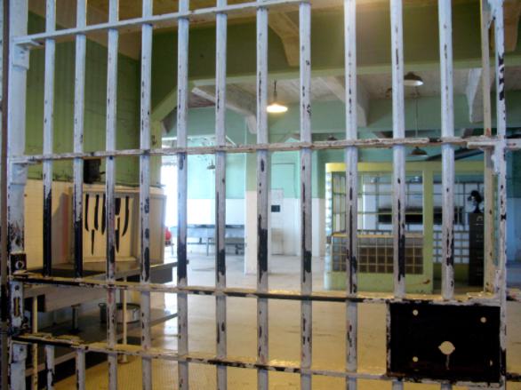 В Рыбинске посадили в тюрьму инспектора-взяточника