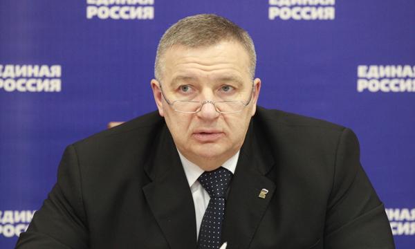 Макаров заинтересован в победе на выборах в ЗакС депутата-старожила Никешина