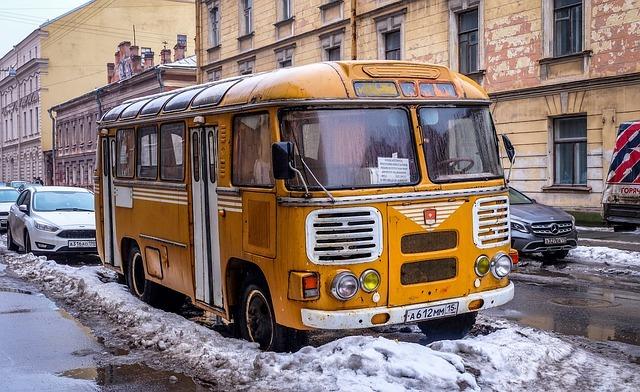 Под Кировом 12-летнюю школьницу высадили из автобуса в 20-градусный мороз