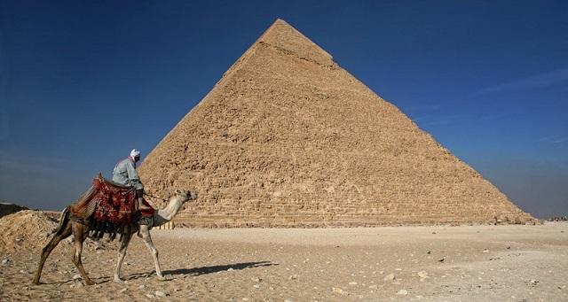 Черные археологи нашли неизвестную гробницу в Гизе