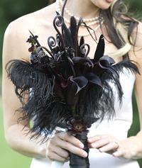 Черные цветы в моде у невест