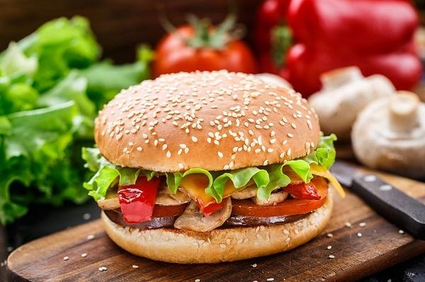 Врачи  рассказали, чем опасны вегетарианские бургеры