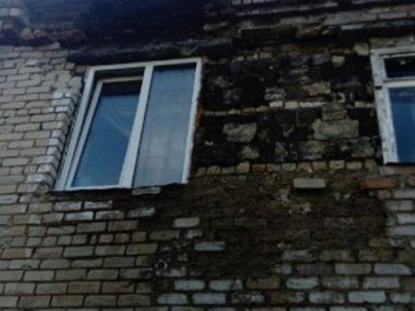 В Катав-Ивановске жители живут в обледенелых домах с туалетом на улице
