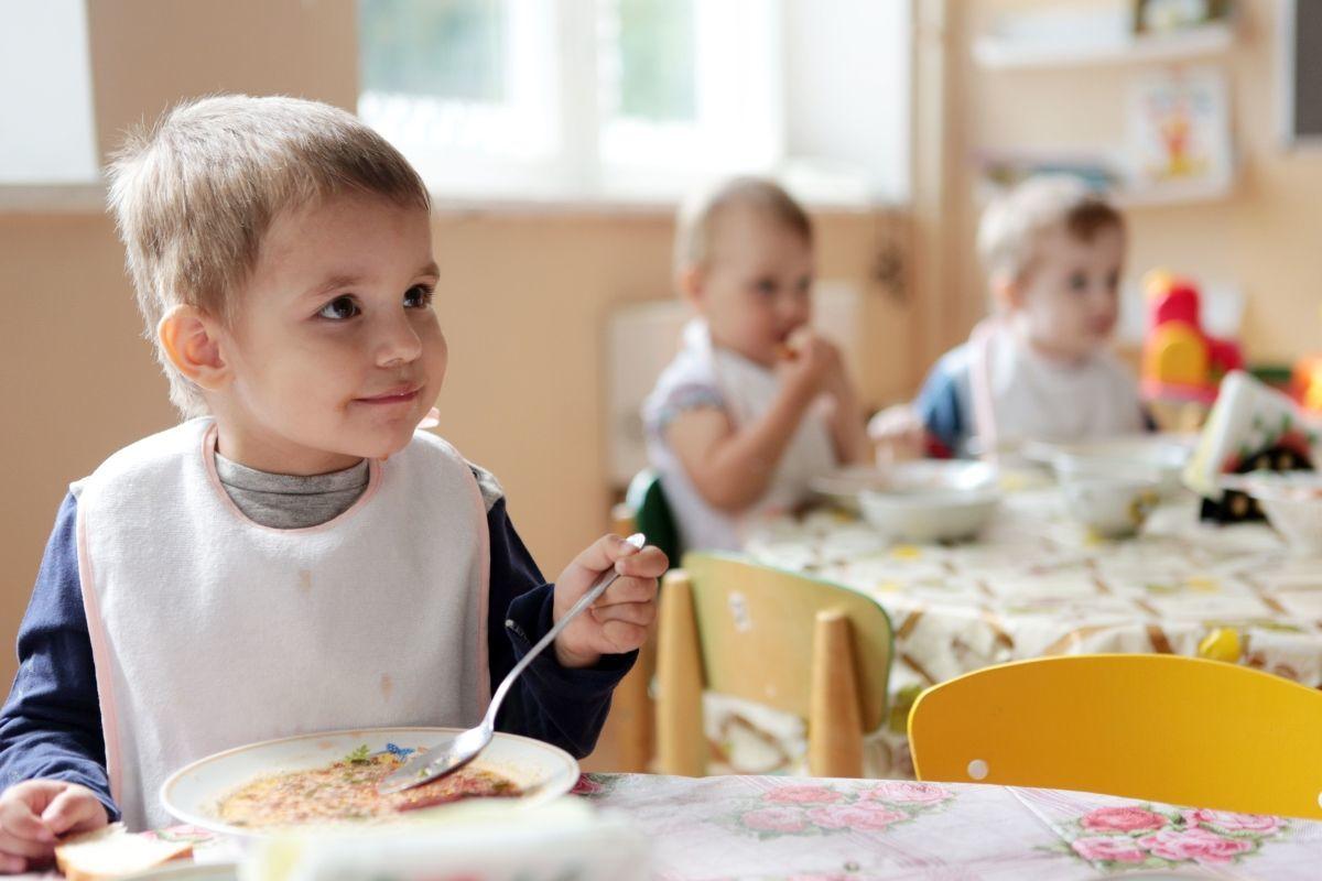 Контракты на питание в детсадах Калининского района могли распределяться с нарушением закона