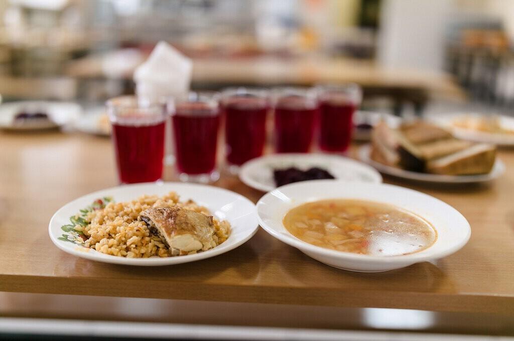 Занижение цен стало одной из главных причин низкого качества школьных обедов