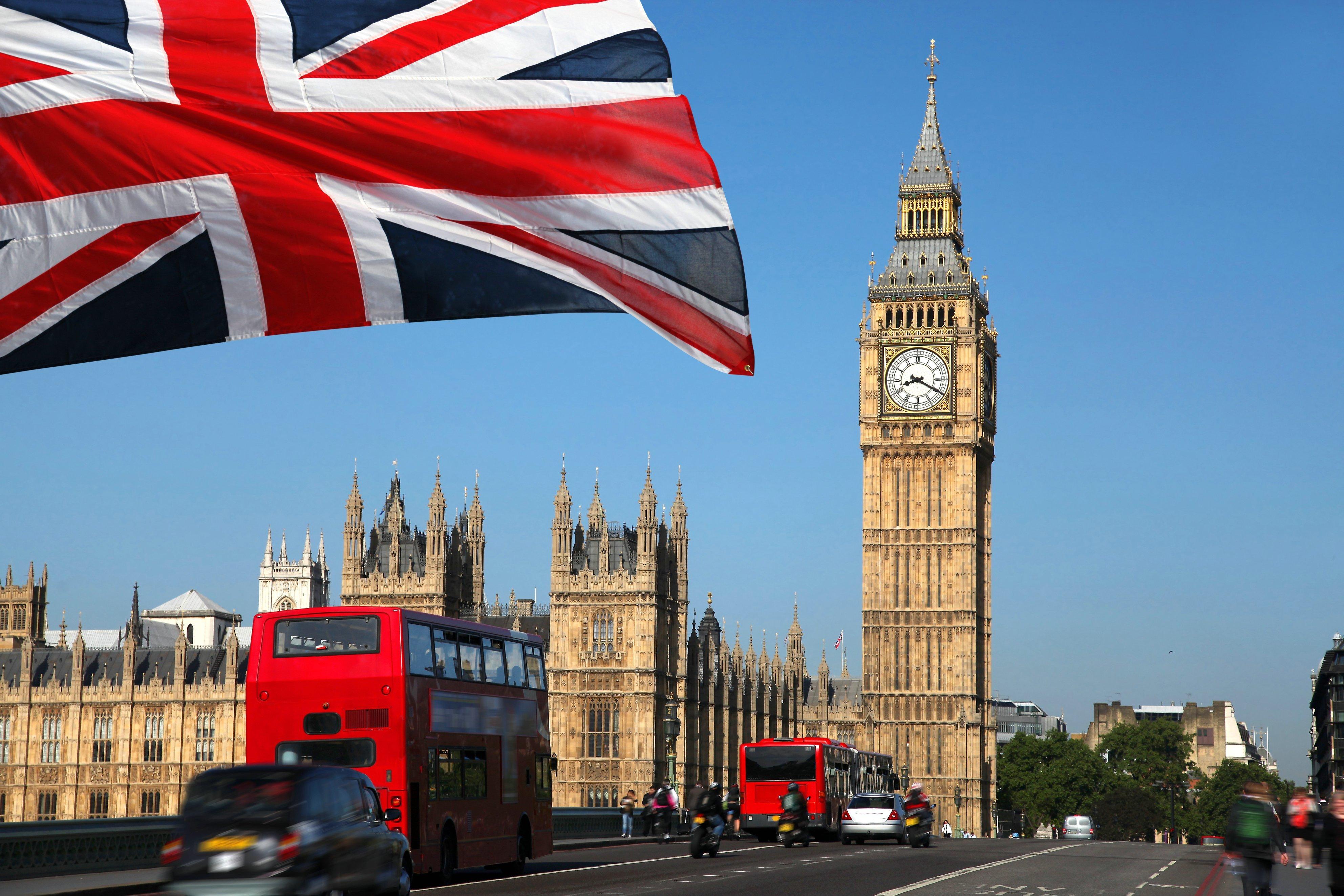 По протоптанной дорожке: Великобритания будет расхищать деньги граждан по примеру США