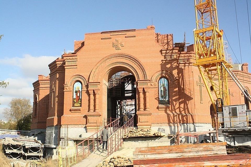 Смольный разрешил строить храм вместо поликлиники на проспекте Науки