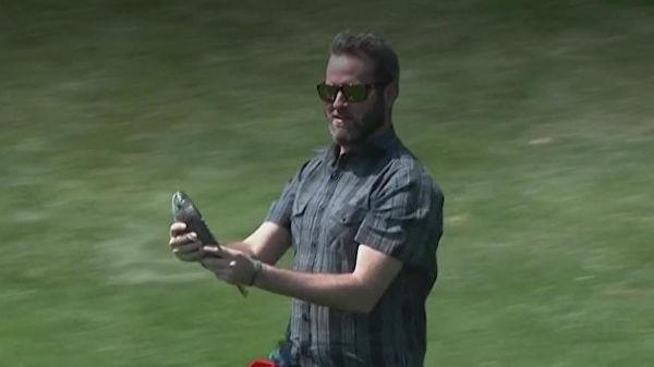 Игрок в гольф спас рыбу, упавшую с неба