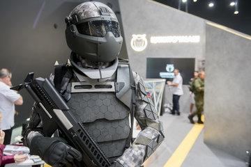 Новый российский бронекостюм вызвал дискуссию о возможностях его применения