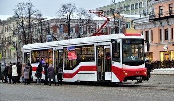 Житель Екатеринбурга выжил после того, как попал под колеса трамвая