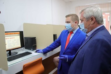 Донской губернатор оценил миллеровский центр поддержки бизнеса