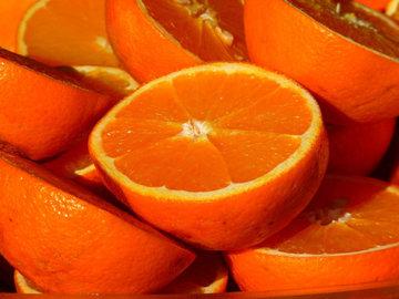 В Петербурге подешевела красная икра, но подорожали апельсины