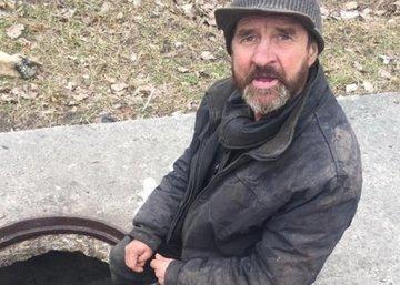 В Брянске мужчина живёт в подземелье