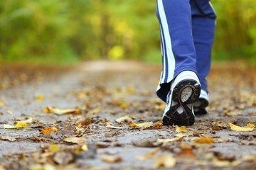 60 минут энергичной ходьбы в неделю спасут от инвалидности в старости