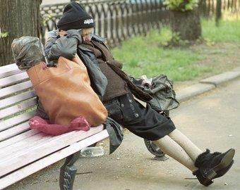 Во Владивостоке уборщица облила бездомную женщину водой с хлоркой