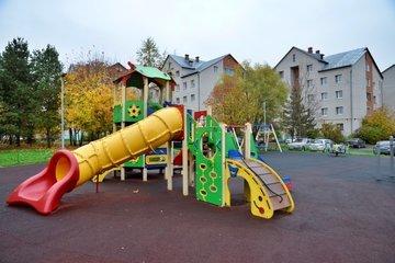 Жители Пресненского вместе с муниципальным депутатом добиваются сохранения детской площадки и сквера