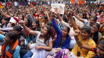 Жители Индии протестуют против закона о гражданстве в новогоднюю ночь