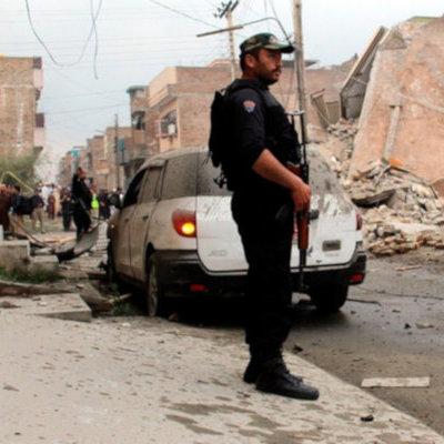В Пакистане не менее 13 человек погибли в результате взрыва в мечети
