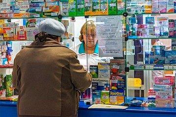 Представители мэрии проверили наличие масок в саратовских аптеках