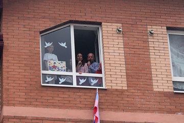 Жители одного дома в Батайске отметили День Победы мини-концертом