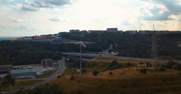 Российский триколор развевается на въезде в Аксай