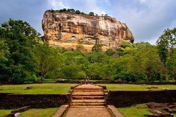 Власти Шри-Ланки открыли границы для иностранных туристов